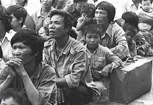 Ngu?i t? n?n ? H?ng Kông ch? di d?nh cu. PHOTO by UNHCR